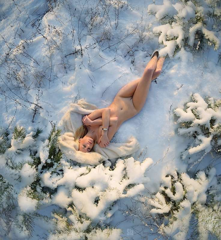Зимние ню фотографии голых девушек на снегу фото