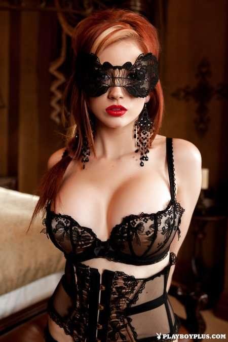 сексапильная милашка в маске