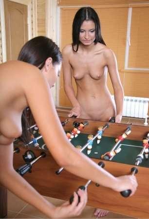 Лесбийские игры русских девушек