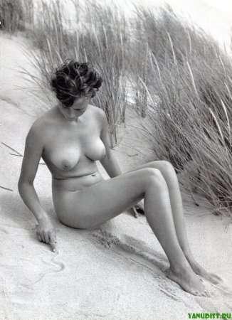черно-белое фото нудистки