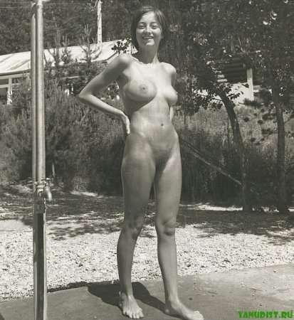 голая нудистка 20-го века