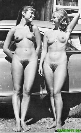 Черно-белые фото нудистов