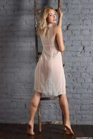 Прекрасная блондинка Алиса
