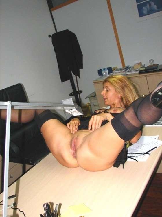 Фото девушек на работе голышом модельный бизнес алуштаоспаривается