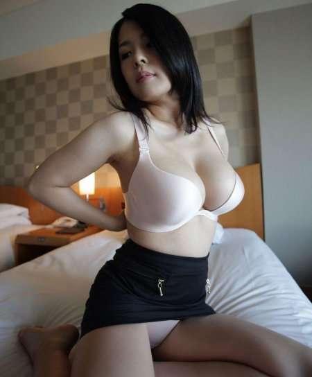 азиатка с большими титьками