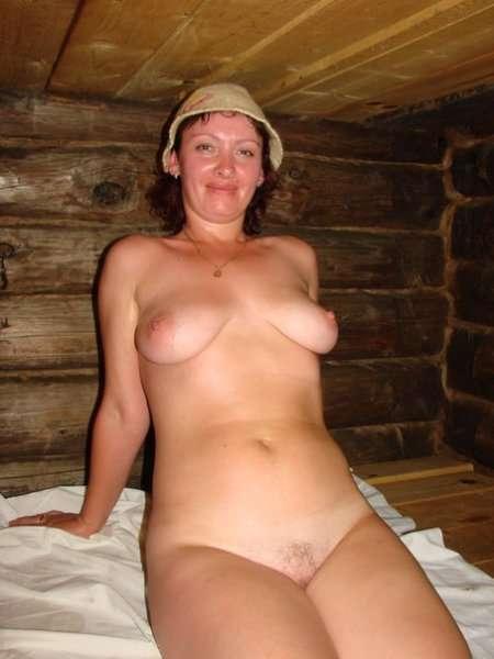 женщины моются в бане