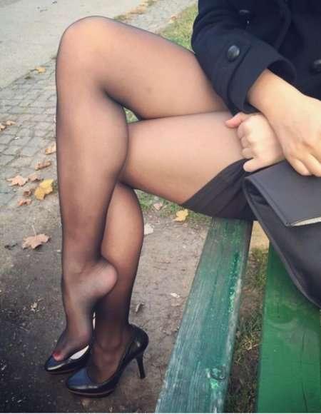 женские ножки в нейлоне