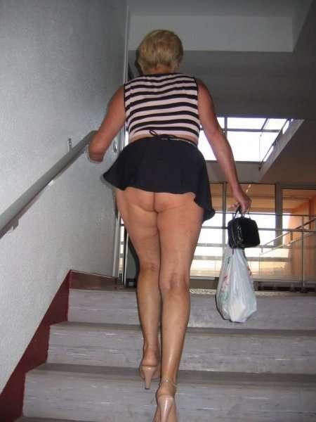 теща в короткой юбке