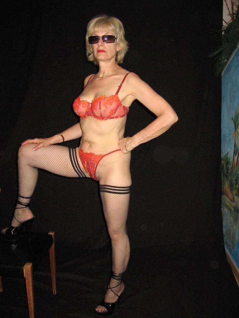 Домашнее фото геев в женском белье как делать массаж роллером для лица видео