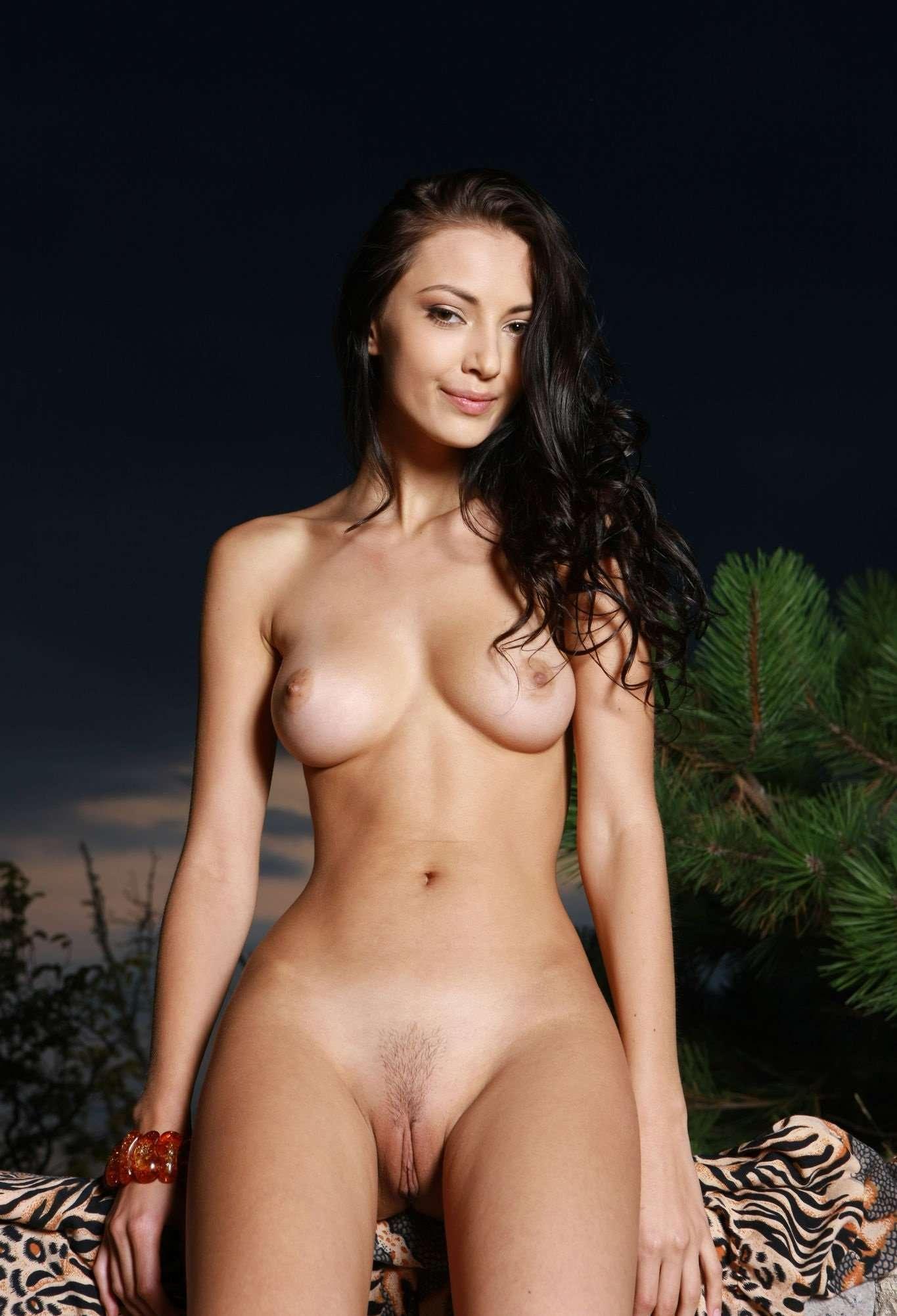 Anna Natsuki Nude