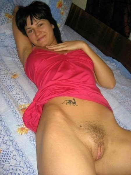 Сексуальные русские жены откровенно позируют на камеру