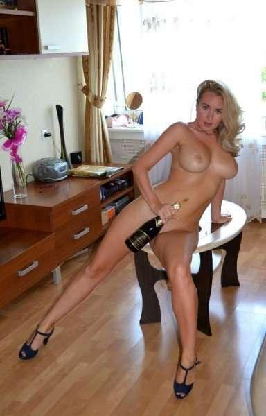 Грудастая россиянка Кристина позирует без белья