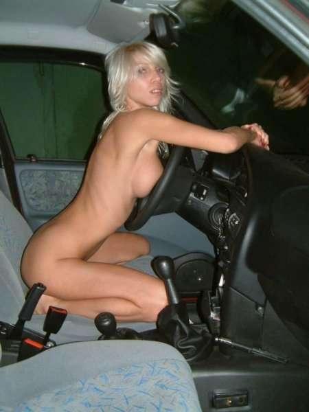 Стройная любовница в авто