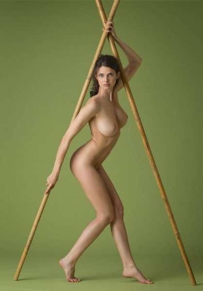 Англичанка Jasmine Andreas в студийном фотосете