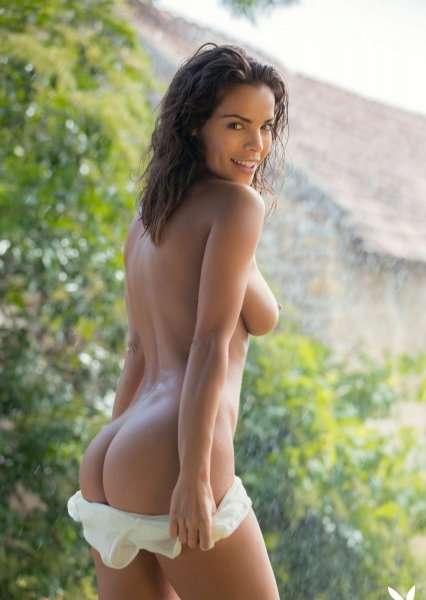 Сексапильная Natalie Costello на лужайке