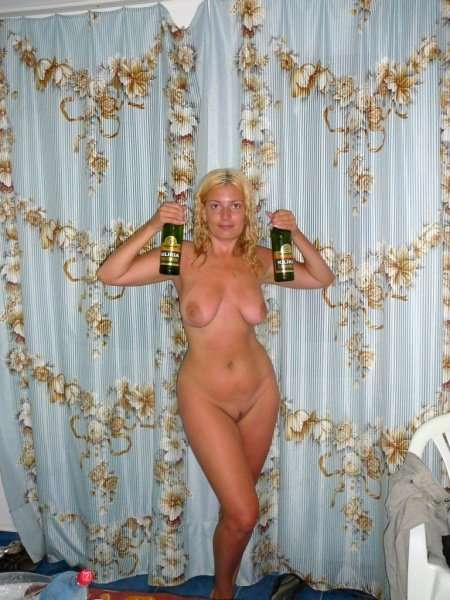 Домохозяйка выставили фото топлесс