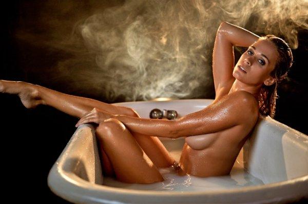 Сексуальные красотки в ванной