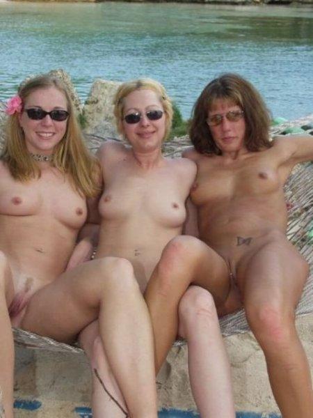 Голые нудисты на пляже