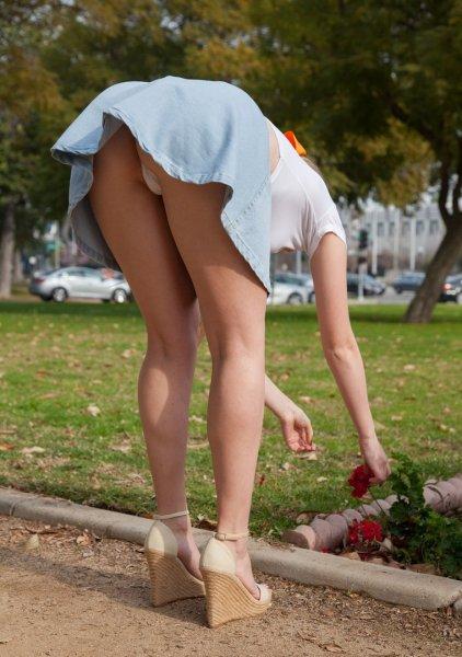 Подсмотрено у девочек под юбкой