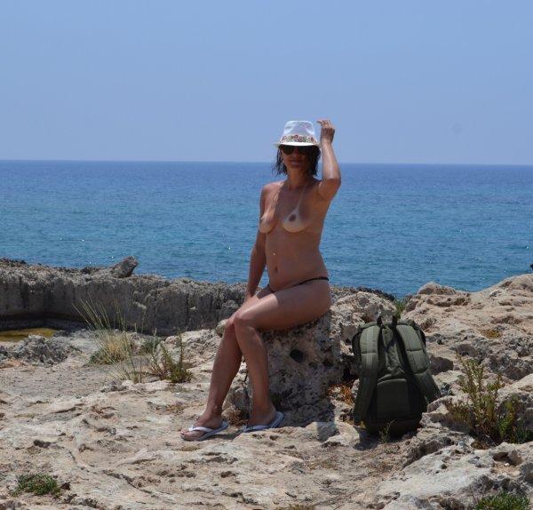 Прекрасные незнакомки на нудистском пляже