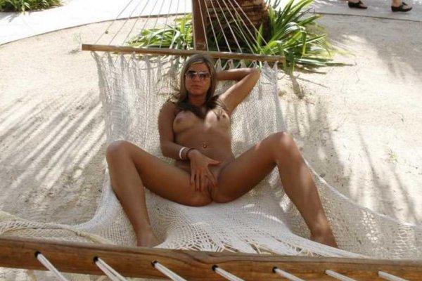 Откровенные фото нудистки с отдыха