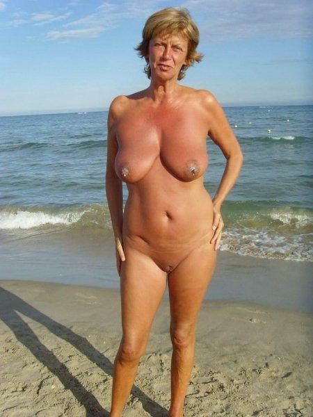 Зрелые пляжные нудисты