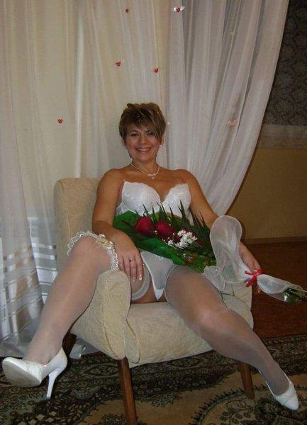 Русская невеста позирует после свадьбы