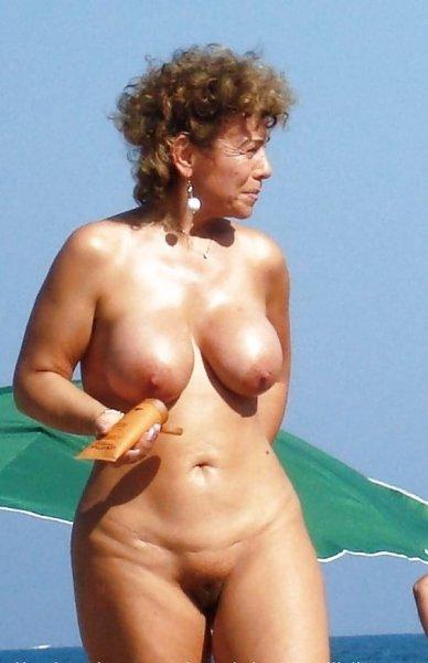 Фото взрослых женщин на пляже