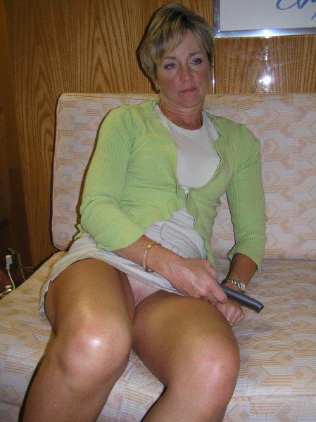 Зрелая дама не любит носить трусики