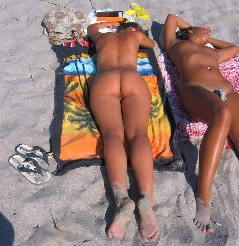 В моде пляжная обнаженка