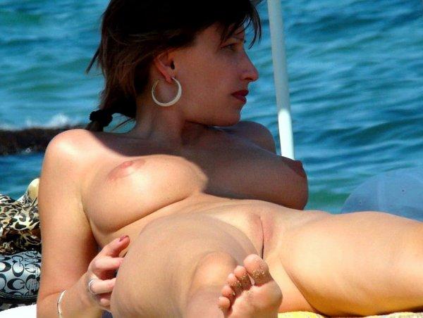Утро на нудистском пляже