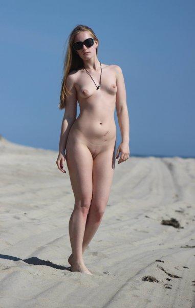 Подружки на нудистском пляже