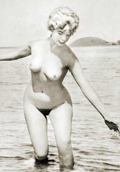 Ретро фото голых девушек на пляже