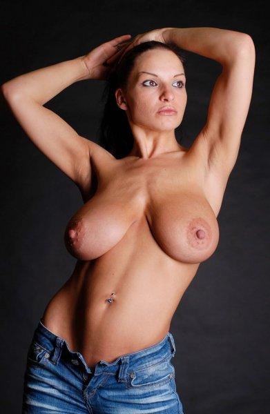 Упругие груди сексапильных красоток с торчащими сосками