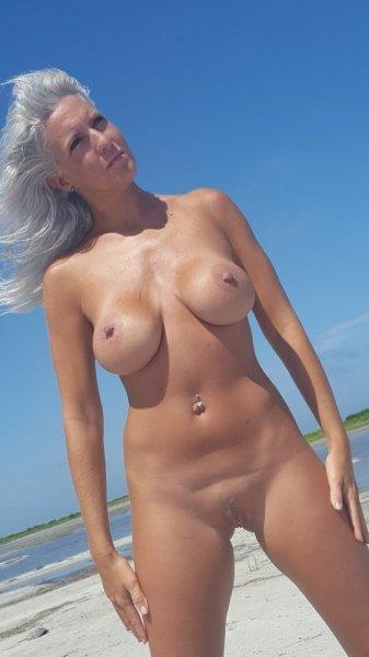 40-летняя дама на отдыхе
