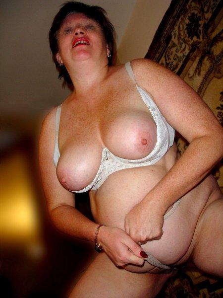 Зрелая жена с маленькой киской