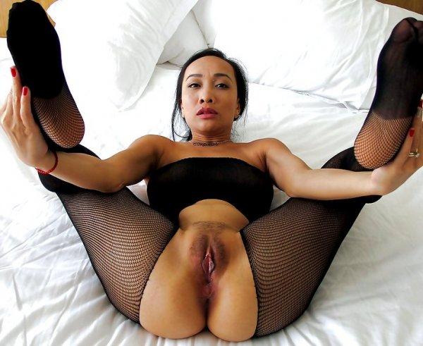 Азиатская шлюшка с влажной вагиной