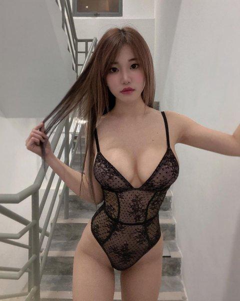 Японочка с секси фигурой