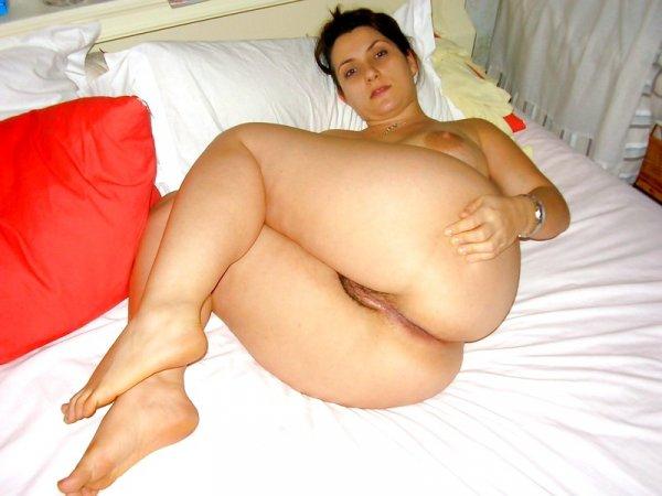 Жена с большой и пышной задницей