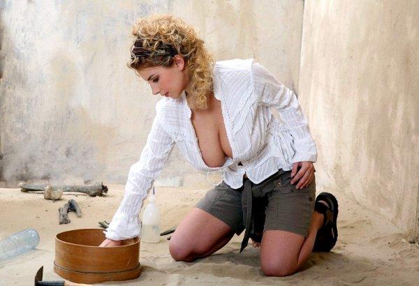 Натуральные сиськи шестого размера кудрявой блонды