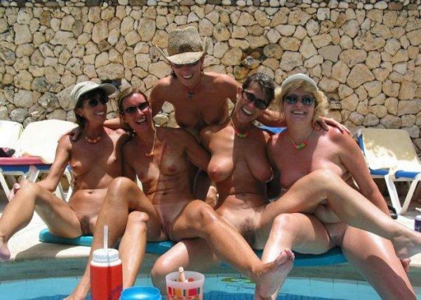 Коллекция фото обнаженных отдыхающих с пляжей