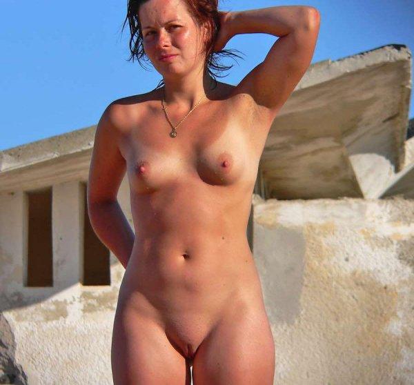Очаровательные нудистки загорают голышом