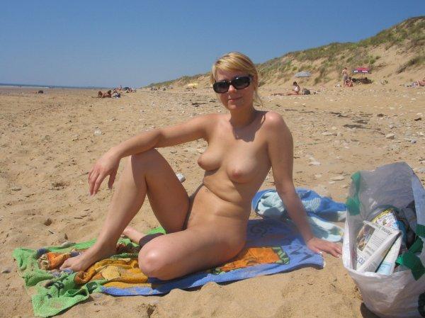 Русские нудистки загорают на пляжах