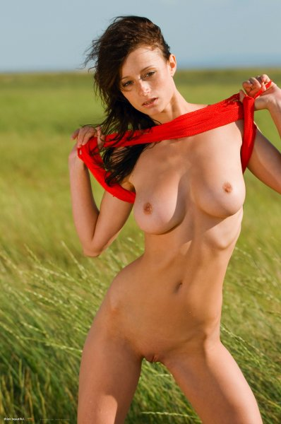Эротика в поле