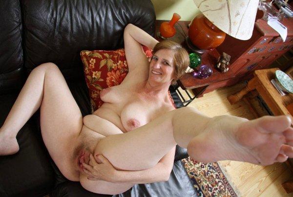 Зрелые  женщины с большими булками