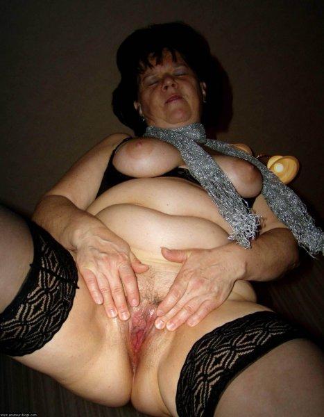 Пожилые дамы любят позировать ню