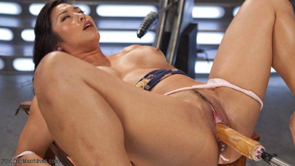 Азиатка с секс машиной