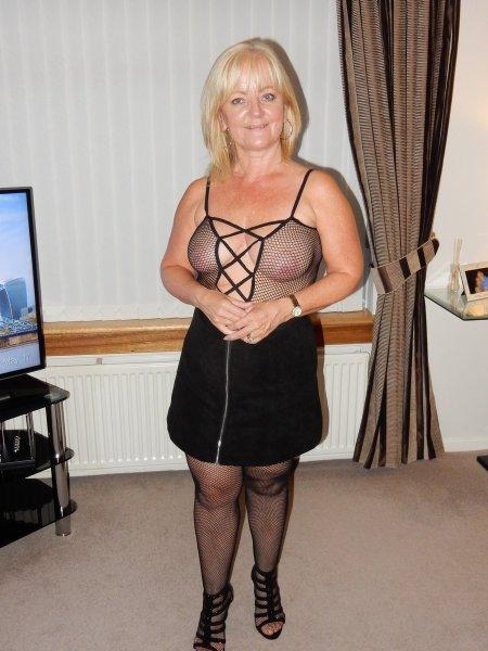 50 летняя блондинка полна сексуальной энергии