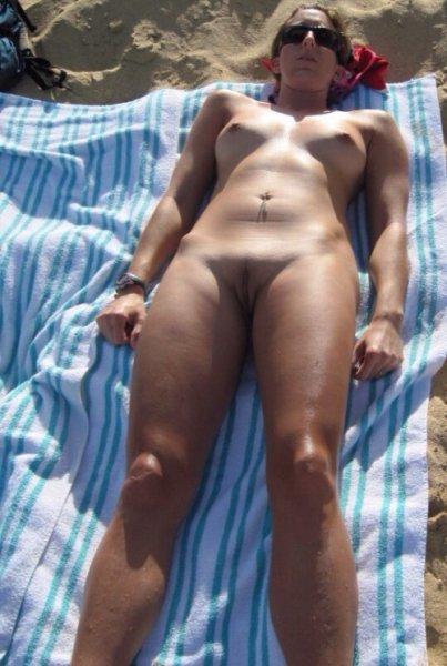 Голые зрелые женщины на пляже