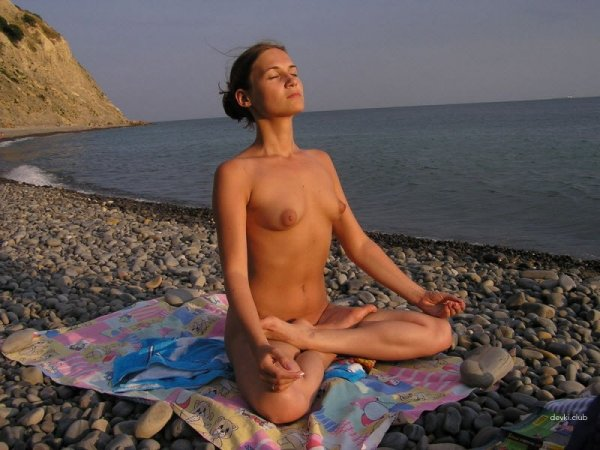 Фото отдыхающих девушек с нудистских пляжей